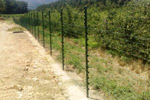 Another view of the piggy back fence